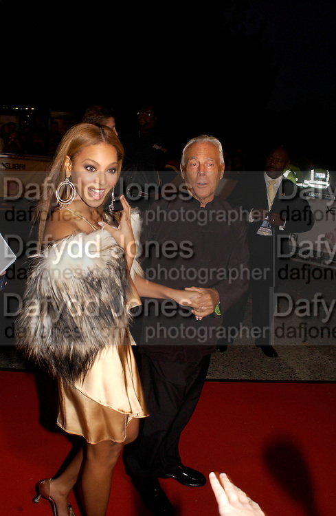 giorgio Armani and Beyonce, Fashion Rocks in aid of the Princes trust, royal albert Hall, 15  october 2003.   © Copyright Photograph by Dafydd Jones 66 Stockwell Park Rd. London SW9 0DA Tel 020 7733 0108 www.dafjones.com