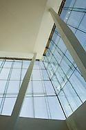 Det tok fem år å ferdigstille operaen, som ligger rett ved havnelageret og Oslo S. Dette er den største kulturbygningen som har blitt reist siden Nidarosdomen stod ferdig på begynnelsen av 1300-tallet...Gulvarealet i operaen måler mer enn 38 000 kvadratmeter. Det finnes tre scener og i alt 1 100 rom i bygningen...Foajeen er dominert av materialer som stein, betong, glass og tre. Her finnes også sitteområder, kafeer, barer, restauranter og garderobe...Hovedscenen er et av de mest teknologisk avanserte av sitt slag i verden, noe som gir stor fleksibilitet i scenografien og en meget god akustikk. Sceneområdet måler flere tusen kvadratmeter og deler av det ligger så  16 meter under havoverflaten...I kontrast til den lyse eiken i foajeen består hovedsalens dekor av amoniakkbehandlet eik, som gir en mørkere og varmere glød. De 1 350 setene har hver sin lille tv-skjerm med teksting på åtte ulike språk...Balkongene er skåret ut av båtbyggere fra nordvestlandet, og fra taket henger norges største lysekrone, som måler 7 meter i diameter...Operaen er bygget slik at det går an å gå på taket, og bygget er metn å ligne et isfjell når det sees fra utsiden...Norway's Opera House took five years to complete and sits on the bank of the Bjørvika district, near the stock exchange and the central station. It is the largest cultural building to be built in Norway since the construction of the Nidarosdomen Cathedral in Trondheim at the start of the fourteenth century..The floor area of the base of the building is equivalent to four international standard football fields and measures more than 38,000 square metres. The building boasts three stages and a total of 1,100 rooms..From the outside, the most striking feature is the white sloping stone roof which rises directly up from the Oslofjord allowing visitors to enjoy a stroll and take in views of the city.