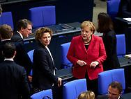 Nicola Beer ( FDP) und Bundeskanzlerin Angela Merkel (CDU) bei der Sitzung des Bundestag in Berlin. / 21112017,DEU,Deutschland,Berlin