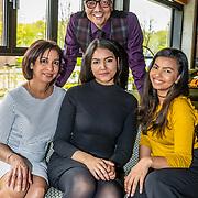 NLD/Amsterdam/20170421 - Boekpresentatie Raymann zoekt Raad, Jörgen Raymann met partner Sheila Mannen en dochter Medly en Jahlisa