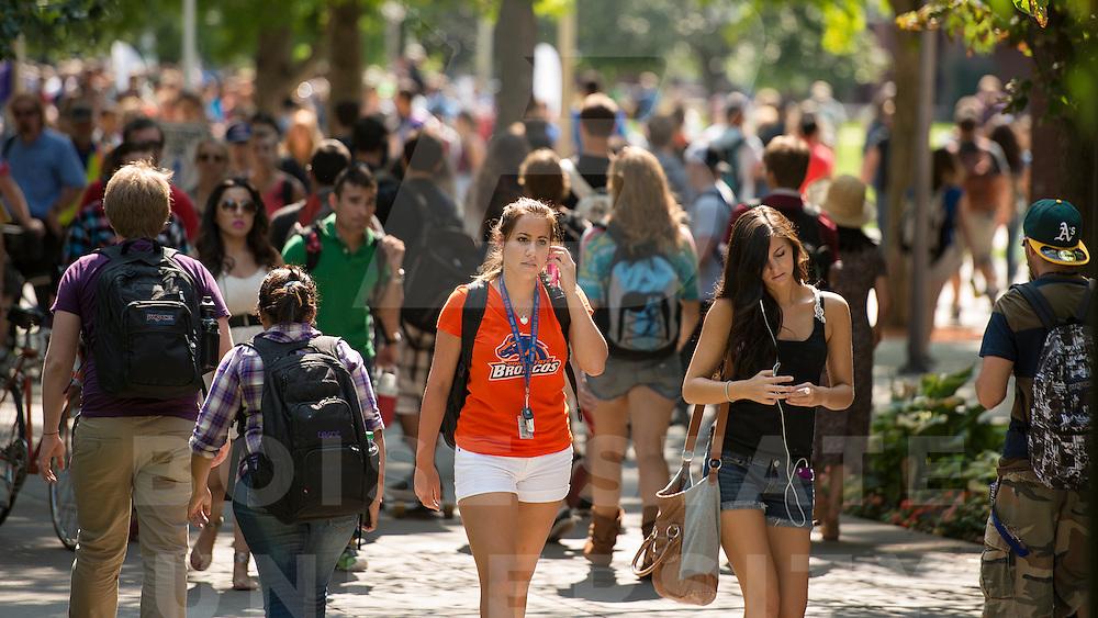 campus scenes, students, summer, John Kelly photo