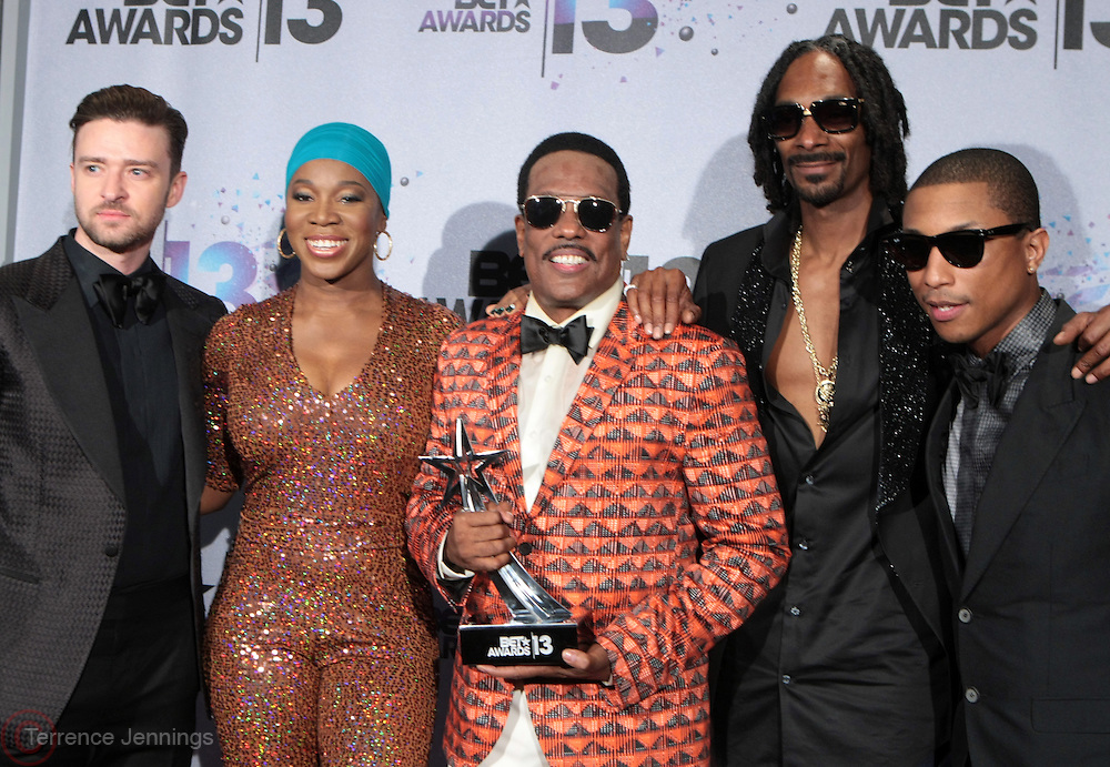 Los Angeles, CA-June 30:  (L-R) Recording Artists Justin Timberlake, India.Arie, Charlie Wilson, Snoop Lion and Pharrell backstage at the 2013 BET Awards Winners's Room Inside held at LA Live on June 30, 2013 in Los Angeles, CA. ©Terrence Jennings/Retna, Ltd