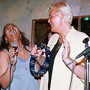 Laatste World Fantasy Dinershow, Ada Kok en Ingrid Sijmons zingend