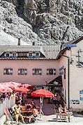 Trentino,  Il rifugio Vajolet è un rifugio alpino situato nel gruppo del Catinaccio nelle Dolomiti, nel territorio comunale di Vigo di Fassa, a 2.243 metri