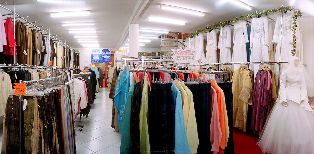 Magasin de mode musulmane &agrave; Aubervilliers, France, 2006. <br />