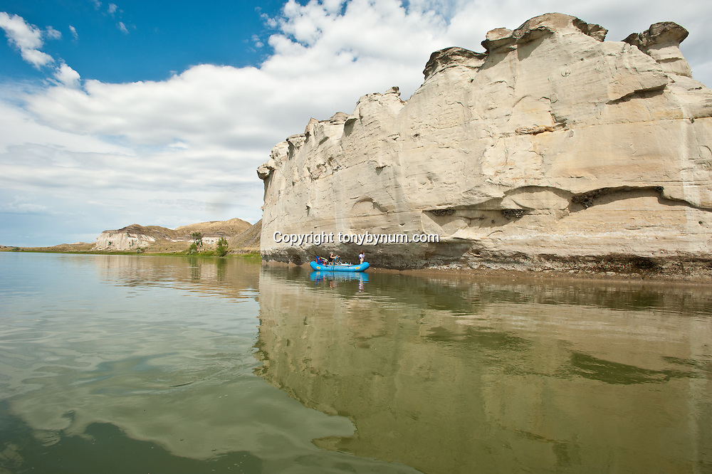 missouri river monument boaters, family rafting missouri river breaks