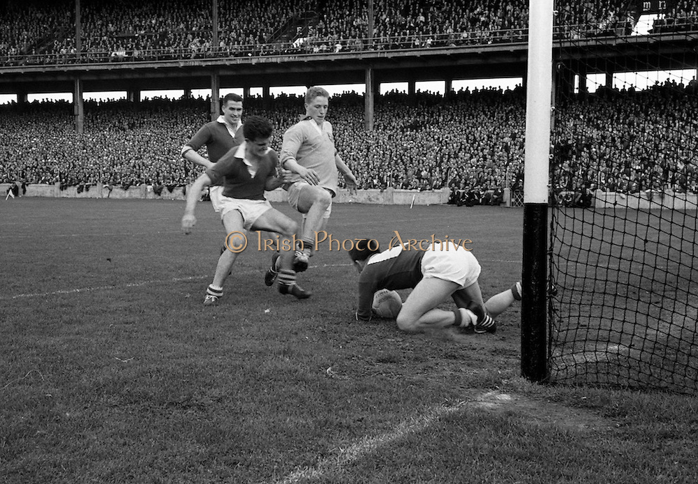 19/08/1962<br /> 08/19/1962<br /> 19 August 1962<br /> All Ireland Football Semi Final: Cavan v Roscommon at Croke Park, Dublin. Down goes the Cavan goalie S. Flood on the ball but the incident was followed by a penalty for Roscommon, which was also well saved.