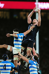 George Kruis of England wins the ball at a lineout - Mandatory byline: Patrick Khachfe/JMP - 07966 386802 - 26/11/2016 - RUGBY UNION - Twickenham Stadium - London, England - England v Argentina - Old Mutual Wealth Series.