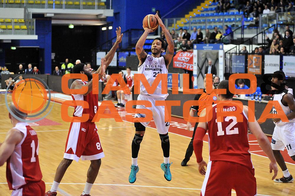 DESCRIZIONE : Biella LNP DNA Adecco Gold 2013-14 Angelico Biella Pall. Trieste 2004<br /> GIOCATORE : Damian Hollis<br /> CATEGORIA : Tiro<br /> SQUADRA : Angelico Biella<br /> EVENTO : Campionato LNP DNA Adecco Gold 2013-14<br /> GARA : Angelico Biella Pall. Trieste 2004<br /> DATA : 06/02/2014<br /> SPORT : Pallacanestro<br /> AUTORE : Agenzia Ciamillo-Castoria/S.Ceretti<br /> Galleria : LNP DNA Adecco Gold 2013-2014<br /> Fotonotizia : Biella LNP DNA Adecco Gold 2013-14 Angelico Biella Pall. Trieste 2004<br /> Predefinita :