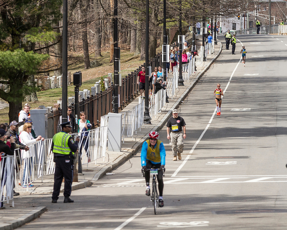 2014 Boston Marathon: mile 20 in the Newton Hills, Shalane Flanagan drops from leaders on Heartbreak Hill