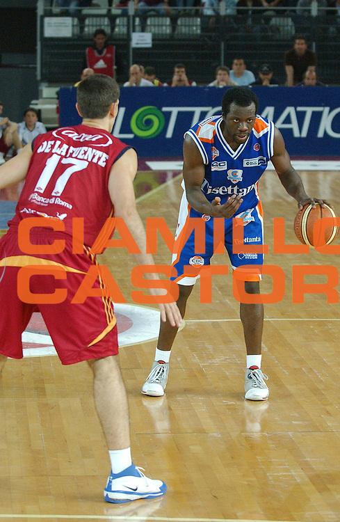 DESCRIZIONE : Roma Lega A1 2007-08 Playoff Quarti di Finale Gara 3 Lottomatica Virtus Roma Tisettanta Cantu<br /> GIOCATORE : Denham Brown<br /> SQUADRA : Tisettanta Cantu<br /> EVENTO : Campionato Lega A1 2007-2008 <br /> GARA : Lottomatica Virtus Roma Tisettanta Cantu <br /> DATA : 15/05/2008 <br /> CATEGORIA : Palleggio<br /> SPORT : Pallacanestro <br /> AUTORE : Agenzia Ciamillo-Castoria/E. Grillotti