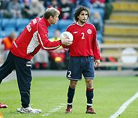 Fotball, 28. april 2004, Privatlandskamp, Norge-Russland,  Åge Hareide og Hassan El Fakiri, Norge