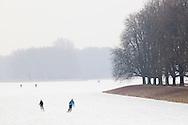 Europe, Germany, North Rhine-Westphalia, Cologne, skater on the pond Decksteiner Weiher in the urban forest Stadtwald...Europa, Deutschland, Nordrhein-Westfalen, Koeln, Schlittschuhlaeufer auf dem Decksteiner Weiher im Stadtwald.