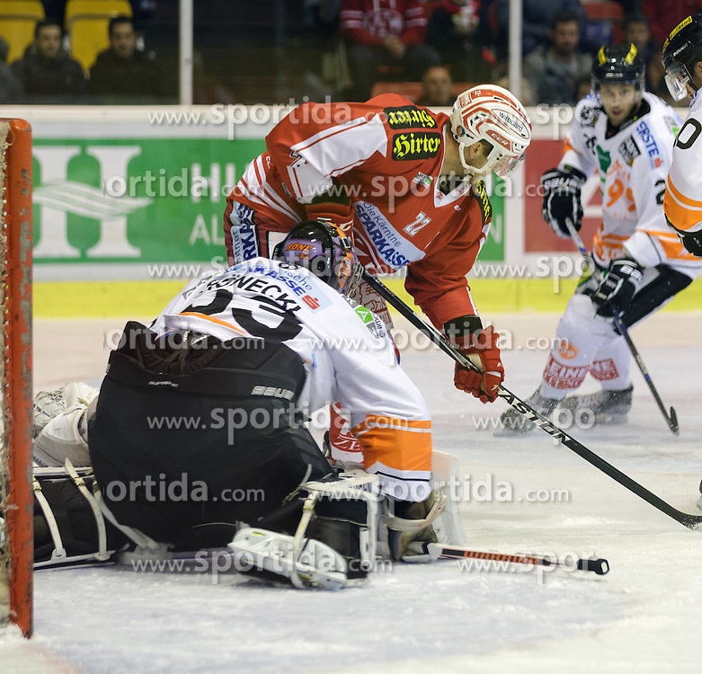 01.11.2015, Stadthalle, Klagenfurt, AUT, EBEL, EC KAC vs EHC Liwest Black Wings Linz, 19. Runde, im Bild Thomas Höneckl (Moser Medical Graz 99ers, #33), Thomas Pöck (EC KAC, #22)// during the Erste Bank Eishockey League 19th round match match betweeen EC KAC and EHC Liwest Black Wings Linz at the City Hall in Klagenfurt, Austria on 2015/11/01. EXPA Pictures © 2015, PhotoCredit: EXPA/ Gert Steinthaler