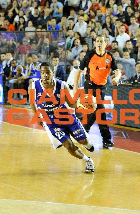 DESCRIZIONE : Roma Lega A 2012-13 Acea Virtus Roma Lenovo Cantu Gara 2<br /> GIOCATORE : Joe Ragland<br /> CATEGORIA : palleggio penetrazione<br /> SQUADRA : Lenovo Cantu<br /> EVENTO : Campionato Lega A 2012-2013 Play Off Semifinali Gara2<br /> GARA : Acea Virtus Roma Lenovo Cantu Gara 2<br /> DATA : 27/05/2013<br /> SPORT : Pallacanestro <br /> AUTORE : Agenzia Ciamillo-Castoria/N. Dalla Mura<br /> Galleria : Lega Basket A 2012-2013 <br /> Fotonotizia : Roma Lega A 2012-13 Acea Virtus Roma Lenovo Cantu Gara 2