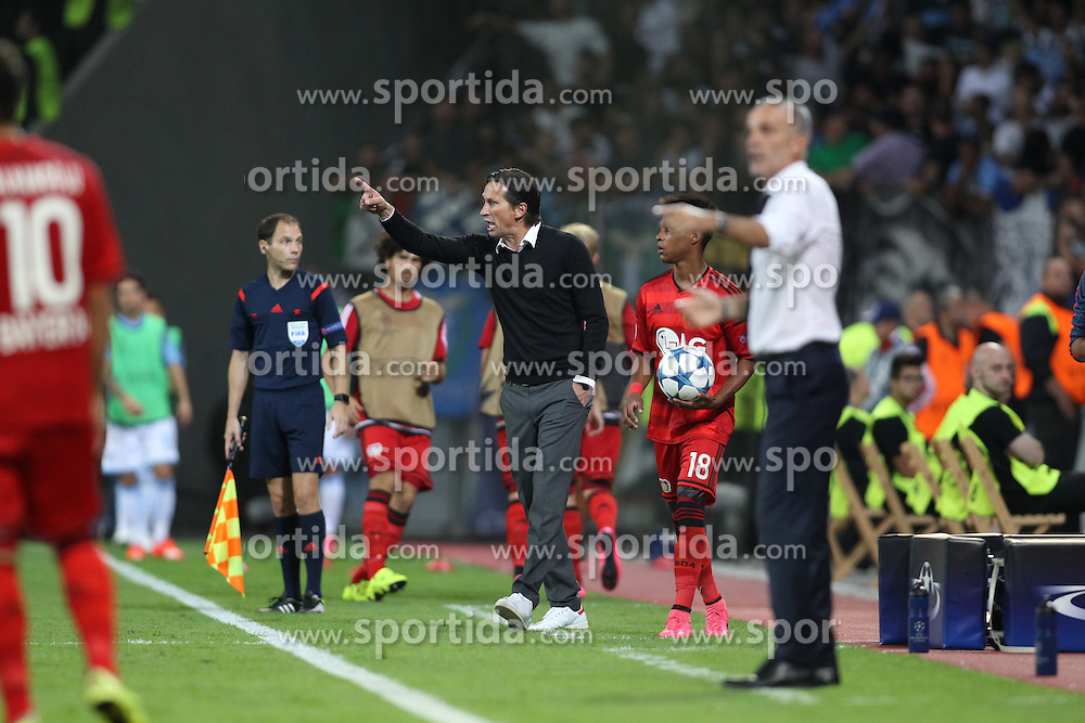 26.08.2015, BayArena, Leverkusen, GER, UEFA CL, Bayer 04 Leverkusen vs Lazio Rom, Playoff, R&uuml;ckspiel, im Bild Trainer Roger Schmidt (Bayer 04 Leverkusen) gibt Anweisungen // during UEFA Champions League Playoff 2nd Leg match between Bayer 04 Leverkusen and SS Lazio at the BayArena in Leverkusen, Germany on 2015/08/26. EXPA Pictures &copy; 2015, PhotoCredit: EXPA/ Eibner-Pressefoto/ Schueler<br /> <br /> *****ATTENTION - OUT of GER*****