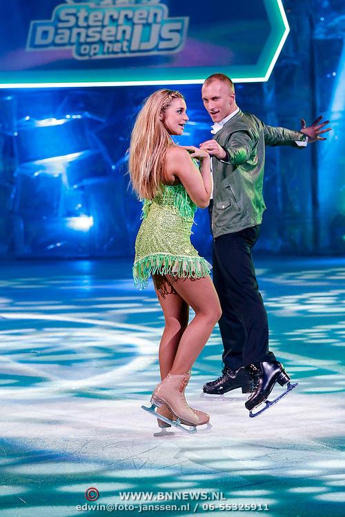 NLD/Hilversum/20130101 - 1e Liveshow Sterren dansen op het IJs 2013,  Gaby Blaaser en schaatsparner Benoit Richaud