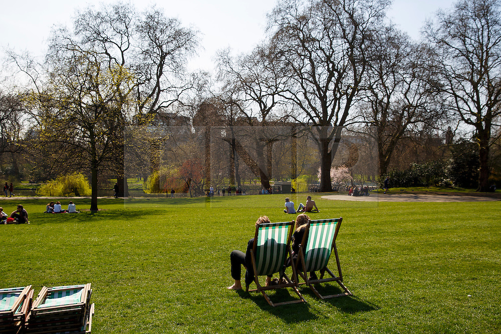 © Licensed to London News Pictures. 07/04/2015. LONDON, UK. People enjoying the sunshine in St James's Park in London on Tuesday, 7 April 2015 as temperature hits 17C. Photo credit : Tolga Akmen/LNP