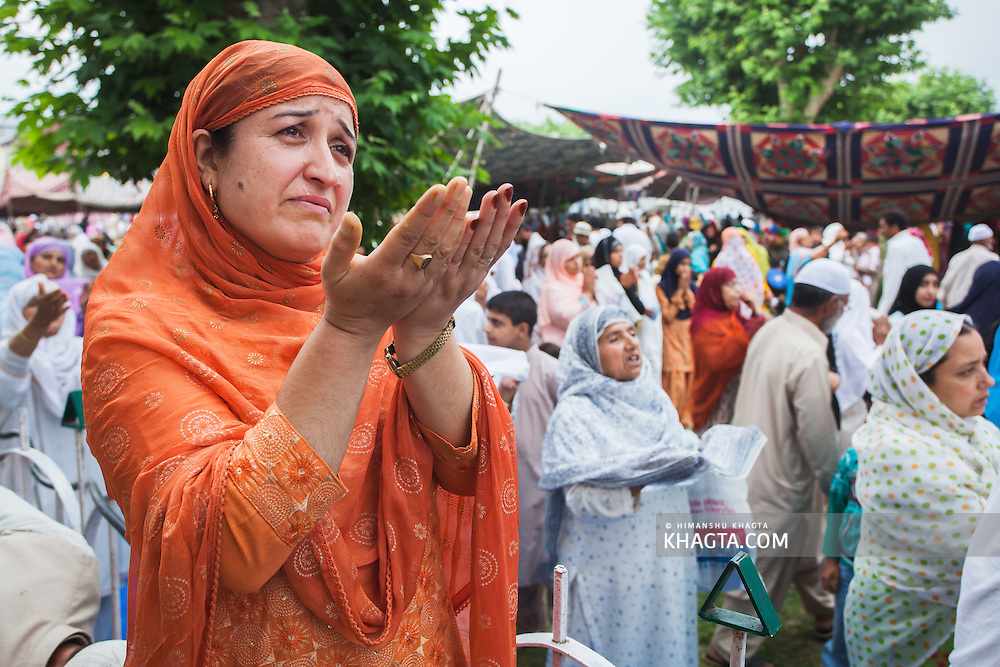 A lady gets emotional when the Holy Relic is shown to the public. <br /> <br /> Devotees converged for peace prayers at the famous Muslim shrine of Hazratbal to mark Meraj-ul-Alam festival in Srinagar, Prophet Mohammed's Moi-e-Muqaddas (Holy Relic) is displayed for public viewing on ten occasions in a year, which includes Meraj-ul Alam.