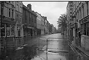 Sinn Fein Ard Fheis.      K63..1976..17.10.1976..10.17.1976..17th October 1976..The Sinn Fein (Kevin Street) Ard Fheis was held over the weekent of the 16th / 17th October at the Mansion House, Dawson Street, Dublin. Mr Ruairi O Bradaigh, President of Provisional Sinn Fein, gave the keynote speech..For the duration of the Ard Fheis, Gardai restricted the flow of traffic into Dawson Street making it look totally deserted.