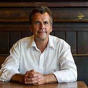 Michael Berg (pseudoniem van Michel van Bergen Henegouwen) stopte op zijn 48e jaar met werken. Hij verkocht zijn huis in Nederland en ging in Frankrijk wonen om schrijver te worden. Behalve schrijver is Michael Berg componist en freelance journalist.<br /> Hij schreef Twee zomers (2008), Blind vertrouwen (2009), Een echte vrouw (2010), H&ocirc;tel du Lac (2011) en Nacht in Parijs (2012). H&ocirc;tel du Lac werd genomineerd voor de Diamanten Kogel 2011, de Vlaamse prijs voor de beste misdaadroman van het jaar. Met Nacht in Parijs won hij de Gouden Strop 2013, de prijs voor de beste (oorspronkelijk) Nederlandstalige spannende roman.