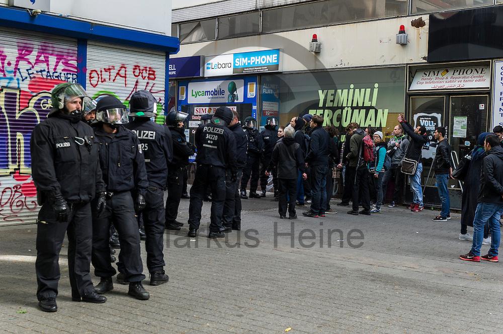 Polizisten stehen w&auml;hrend eines unangemeldeten Stra&szlig;enfestes in Solidarit&auml;t mit Nordkurdistan und bedrohten Berliner Projekten am 16.05.2016 in Berlin, Deutschland bei dem Fest. Ca 80 Menschen zeigten bei dem Fest Solidarit&auml;t mit den Menschen in Nordkurdistan und bedrohte sozialen Projekten in Berlin. Die Polizei nahm mindestens sechs Demonstranten in Gewahrsam. Foto: Markus Heine / heineimaging<br /> <br /> ------------------------------<br /> <br /> Ver&ouml;ffentlichung nur mit Fotografennennung, sowie gegen Honorar und Belegexemplar.<br /> <br /> Bankverbindung:<br /> IBAN: DE65660908000004437497<br /> BIC CODE: GENODE61BBB<br /> Badische Beamten Bank Karlsruhe<br /> <br /> USt-IdNr: DE291853306<br /> <br /> Please note:<br /> All rights reserved! Don't publish without copyright!<br /> <br /> Stand: 05.2016<br /> <br /> ------------------------------w&auml;hrend eines unangemeldeten Stra&szlig;enfestes in Solidarit&auml;t mit Nordkurdistan und bedrohten Berliner Projekten am 16.05.2016 in Berlin, Deutschland. Ca 80 Menschen zeigten bei dem Fest Solidarit&auml;t mit den Menschen in Nordkurdistan und bedrohte sozialen Projekten in Berlin. Die Polizei nahm mindestens sechs Demonstranten in Gewahrsam. Foto: Markus Heine / heineimaging<br /> <br /> ------------------------------<br /> <br /> Ver&ouml;ffentlichung nur mit Fotografennennung, sowie gegen Honorar und Belegexemplar.<br /> <br /> Bankverbindung:<br /> IBAN: DE65660908000004437497<br /> BIC CODE: GENODE61BBB<br /> Badische Beamten Bank Karlsruhe<br /> <br /> USt-IdNr: DE291853306<br /> <br /> Please note:<br /> All rights reserved! Don't publish without copyright!<br /> <br /> Stand: 05.2016<br /> <br /> ------------------------------