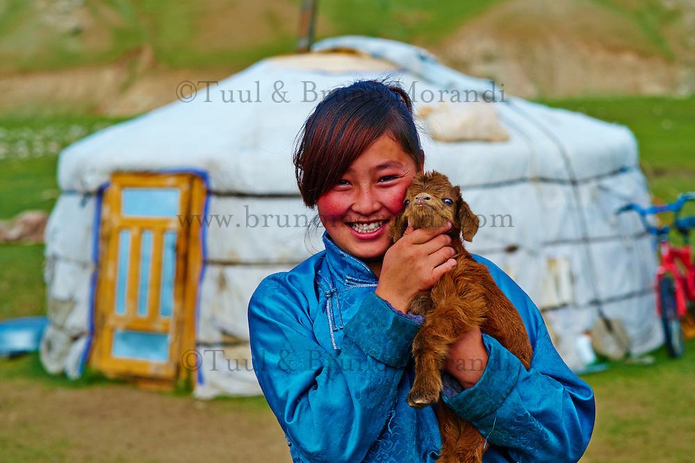 Mongolie, province de Bayankhongor, campement nomade, Uyang Batbaatar, 22 ans // Mongolia, Bayankhongor province, nomad camp, Uyanga Batbaatar, 22 years old