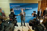 19 MAY 2005, BERLIN/GERMANY:<br /> Franz Muentefering, SPD Parteivorsitzender, gibt ein Pressestatement, waehrend einer Pause, 4. Programmforum der SPD zur Fortschreibung des SPD Grundsatzprogramms, Willy-Brandt-Haus<br /> IMAGE: 20050519-01-058<br /> KEYWORDS: Franz Müntefering, Mikrofon, microphone, Journalist, Journalisten