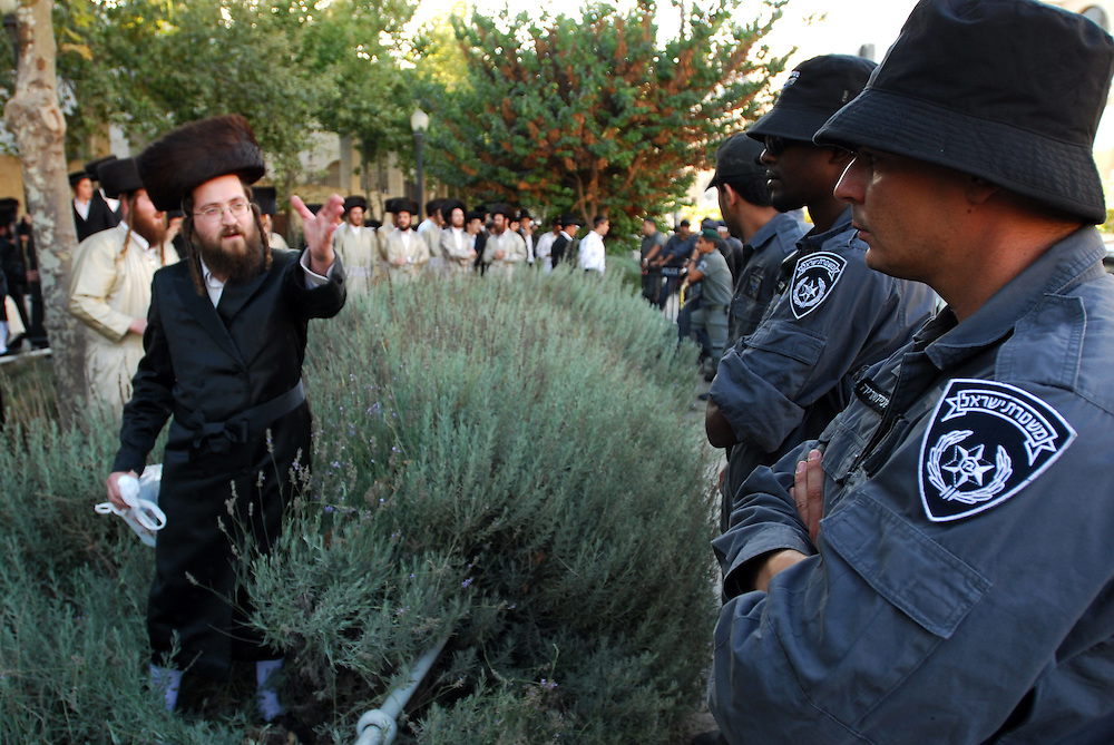 An Ultra orthodox jewish man confronts Israeli Policemen during a demonstration in Jerusalm agains opening Karta parting lot on Saturdays