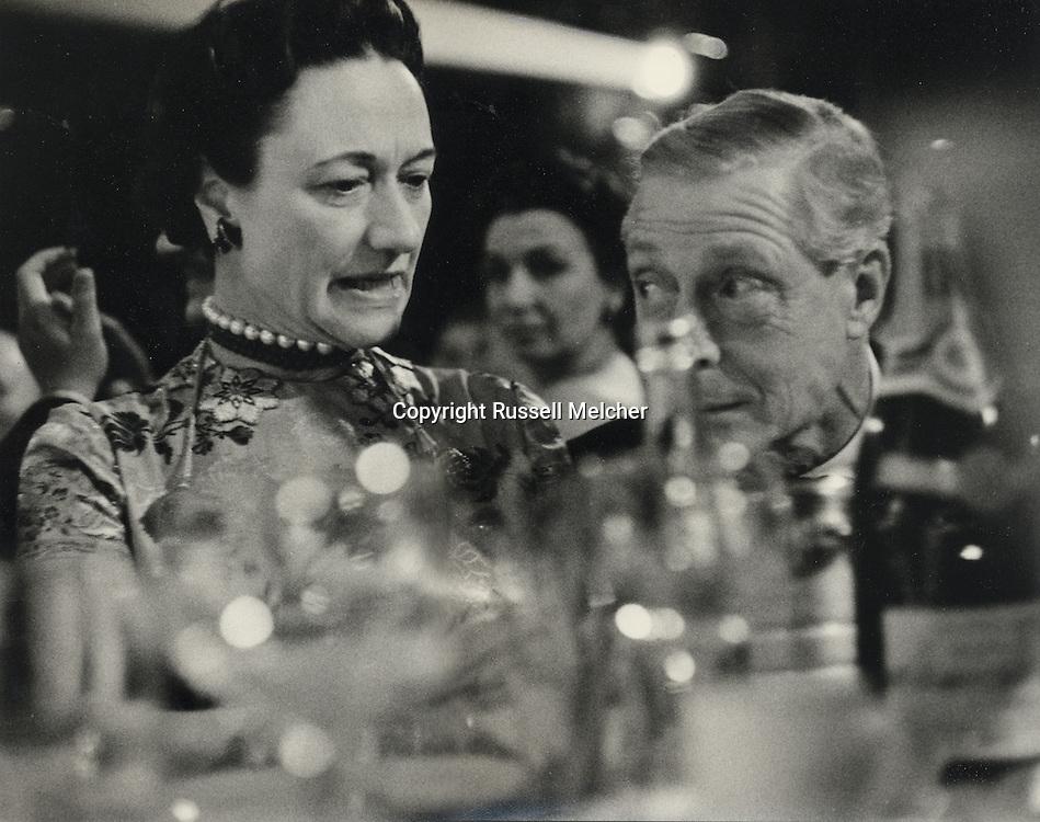 Duke and Duchess of Windsor at the Lido nightclub on the Champs Elys&eacute;es in Paris.<br /> <br /> Le duc et la duchesse de Windsor &agrave; la discoth&egrave;que Lido sur les Champs Elys&eacute;es &agrave; Paris .