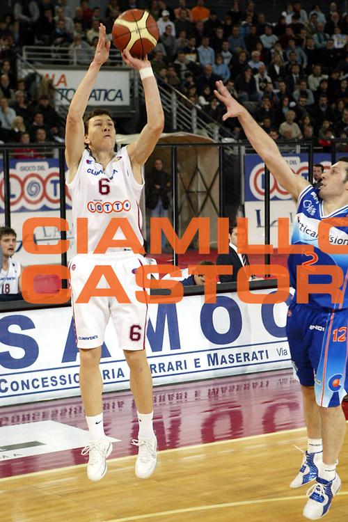 DESCRIZIONE : Roma Lega A1 2005-06 Lottomatica Virtus Roma Vertical Vision Cantu<br />GIOCATORE : Ilievski<br />SQUADRA : Lottomatica Roma Virtus Roma <br />EVENTO : Campionato Lega A1 2005-2006 <br />GARA : Lottomatica Roma Virtus Roma Vertical Vision Cantu<br />DATA : 28/12/2005 <br />CATEGORIA : Tiro<br />SPORT : Pallacanestro <br />AUTORE : Agenzia Ciamillo-Castoria/G.Ciamillo