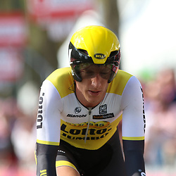 06-05-2016: Wielrennen: Giro: Apeldoorn<br />APELDOORN (NED) wielrennen<br />De 99e ronde van Italie is van start gegaan met een tijdrit of 9,8 kilometer door de straten van Apeldoorn. De finishlijn was getrokken op de Loolaan. Jos van Emsden zag door een val een goede uitslag de mist in gaan