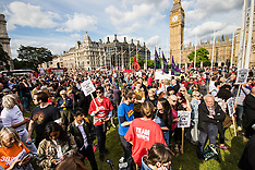 2016-06-27 Thousands rally in support of Jeremy Corbyn in Parliament Square.