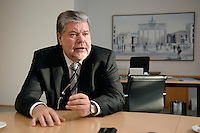 08 JAN 2007, BERLIN/GERMANY:<br /> Kurt Beck, SPD Parteivorsitzender und Ministerpraesident Rheinland-Pfalz, waehrend einem Interview, in seinem Buero, Willy-Brandt-Haus<br /> Kurt Beck, Party Leader of the Social Democratic Party, during an interview, in his office, Willy-Brandt-Haus<br /> IMAGE: 20070108-01-066<br /> KEYWORDS: Ministerpr&auml;sident