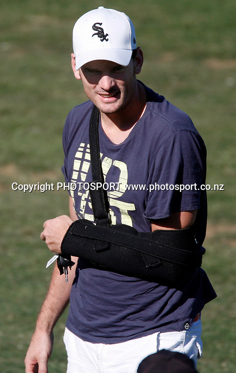An Injured Kyle Mills watches the match.<br />