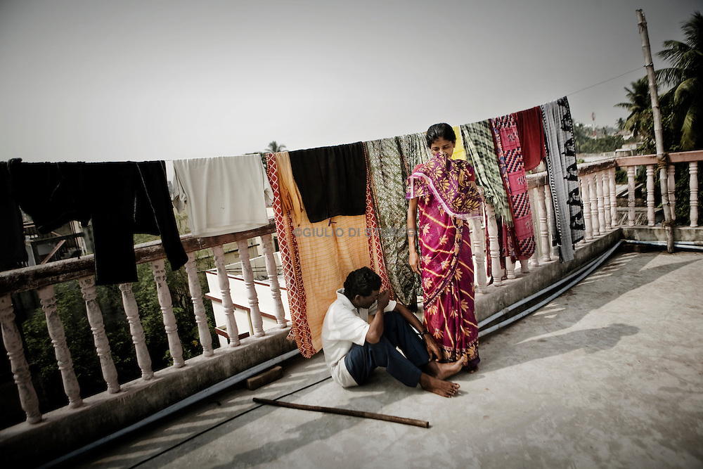 Christian refugees woman hang out the clothes at the YMCA relief comittee in Orissa's capital Bhubaneswar. Nov. 04, 2008.