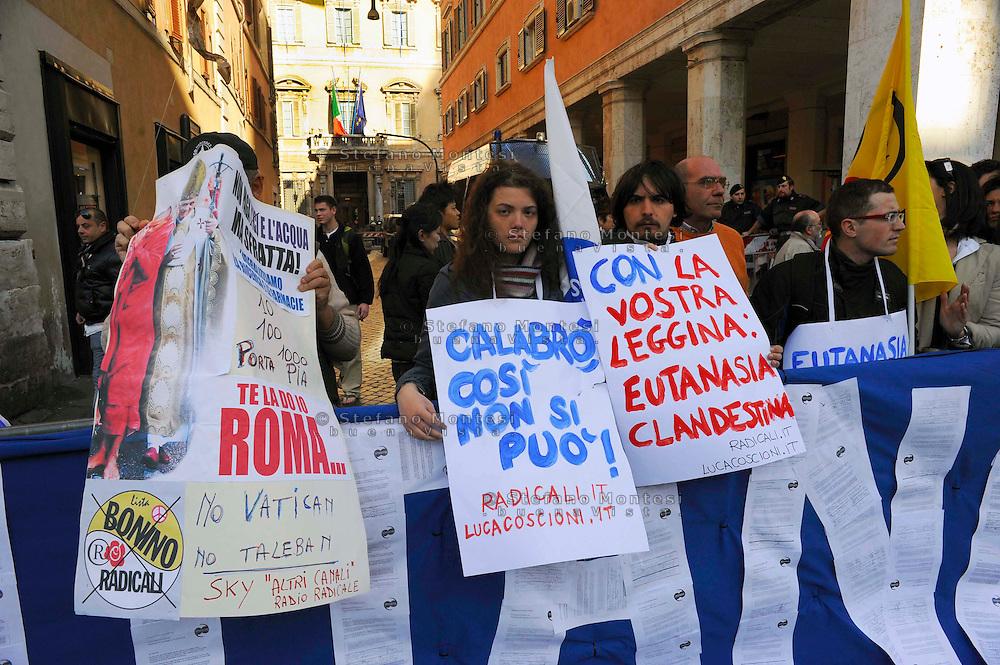 Roma 26 Marzo 2009.Piazza Navona.Manifestazione del Partito Radicale Pro-Eutanasia e contro il ddl Calabrò sul testamento biologico