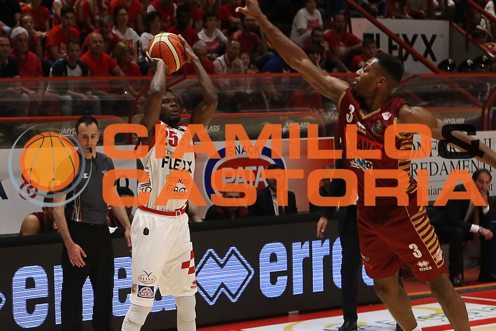 Ronald Moore<br /> The Flexx Pistoia Umana Reyer Venezia<br /> Lega Basket Serie A 2016/2017<br /> Playoff Quarti di finale Gara 4<br /> Pistoia 19/05/2017<br /> Foto Ciamillo-Castoria
