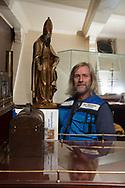 """Seemannsdiakon Jan<br /> Oltmanns leitet den internationalen<br /> SEEMANNSCLUB<br /> Duckdalben in Waltershof. Der<br /> ist oft erste Anlaufstelle für Seefahrer<br /> aus rund 100 Nationen.<br /> """"Zu 95 Prozent sind es<br /> Männer"""", sagt er."""