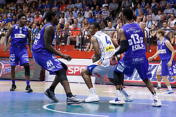 05.06.2017, Walfersamhalle, Kapfenberg, AUT, ABL Finale, ece Bulls Kapfenberg vs Redwell Gunners Oberwart, 4. Spiel, im Bild von links Jamari Traylor (Redwell Gunners Oberwart), Cedric Kuakumensah (Redwell Gunners Oberwart), Kareem Jamar (ece bulls Kapfenberg), Andell Cumberbatch (Redwell Gunners Oberwart) und Georg Wolf (Redwell Gunners Oberwart) // during the Austrian Basketball League final round 4th match between ece Bulls Kapfenberg and Redwell Gunners Oberwart at the Walfersam Sportscenter, Kapfenberg, Austria on 2017/06/05, EXPA Pictures © 2017, PhotoCredit: EXPA/ Erwin Scheriau