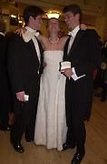 Bennet Hoskyns-Abrahall, Davina Bridgeman and Harris Hoskyns-Abrahall. the Royal Caledonian Ball. 2001. Grosvenor house. London. 3 May 2001. © Copyright Photograph by Dafydd Jones 66 Stockwell Park Rd. London SW9 0DA Tel 020 7733 0108 www.dafjones.com