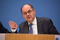 DEU, Deutschland, Germany, Berlin, 03.01.2017: Bundeslandwirtschaftminister Christian Schmidt (CSU) in der Bundespressekonferenz zur Vorstellung des BMEL-Ernährungsreports 2017.