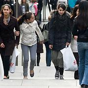 Nederland Rotterdam 15 maart 2008 20080315 Foto David Rozing.Allochtone meiden doen inkopen in de koopgoot..Foto David Rozing