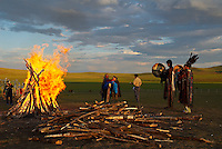 Mongolie. Centre d'initiation chamanique. Les nouveaux chaman pretent serment. Shaman. Chamane.  // Shamanisme initiation centre. Mongolia. The new shaman pledge.