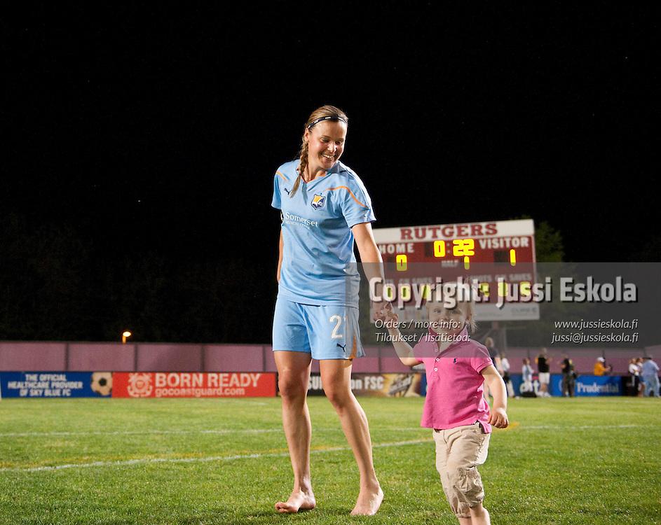 Laura Österberg Kalmari, tytär Meja. Sky Blue FC - FC Gold Pride. WPS. New Jersey 1.5.2010. Photo: Jussi Eskola