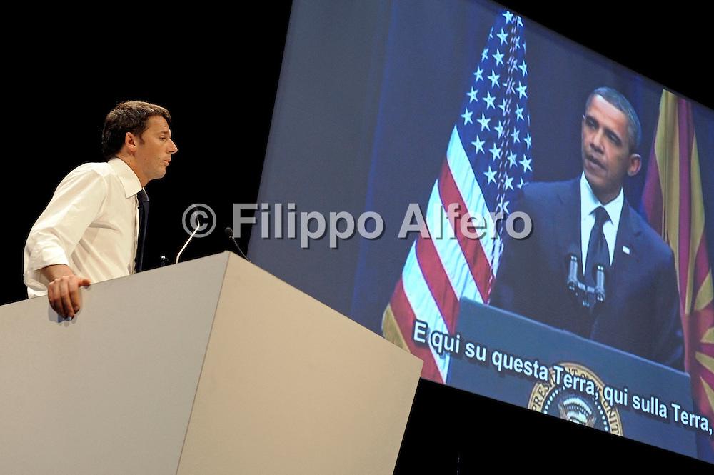&copy; Filippo Alfero<br /> Matteo Renzi Adesso! al Palaolimpico di Torino per le primarie del Partito Democratico<br /> Torino, 21/10/2012<br /> politica<br /> Nella foto: Matteo Renzi, sullo schermo un video con Barack Obama