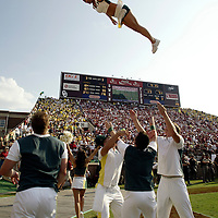 Oregon Ducks football team in Oklahoma for game against against the Sooners..Cheerleaders at work.Photos © Todd Bigelow/Aurora
