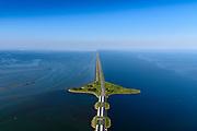 Nederland, Noord-Holland, Den Oever, 07-05-2018; begin Afsluitdijk met Stevinsluizen (spuisluizen). Foto richting Robbenplaat met Friesland aan de verre horizon, links Waddenzee, rechts IJsselmeer.<br /> Beginning Enclosure Dam with Stevin Sluices and lock. Waddenzee (right).<br /> <br /> luchtfoto (toeslag op standard tarieven);<br /> aerial photo (additional fee required);<br /> copyright foto/photo Siebe Swart