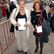 Uitreiking Bert Haantra Oeuvreprijs 2004, Willeke van Amelrooy en vriendin