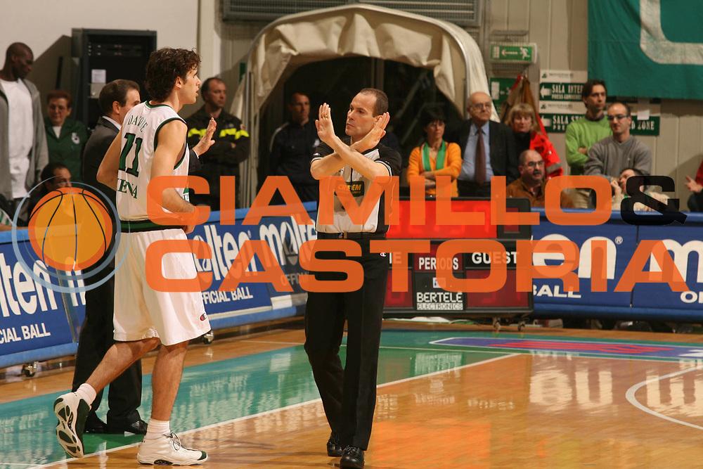 DESCRIZIONE : Siena Lega A1 2005-06 Montepaschi Siena Lottomatica Virtus Roma<br />GIOCATORE : Arbitro<br />SQUADRA : <br />EVENTO : Campionato Lega A1 2005-2006 <br />GARA : Montepaschi Siena Lottomatica Virtus Roma<br />DATA : 14/04/2006 <br />CATEGORIA : Arbitro<br />SPORT : Pallacanestro <br />AUTORE : Agenzia Ciamillo-Castoria/G.Ciamillo